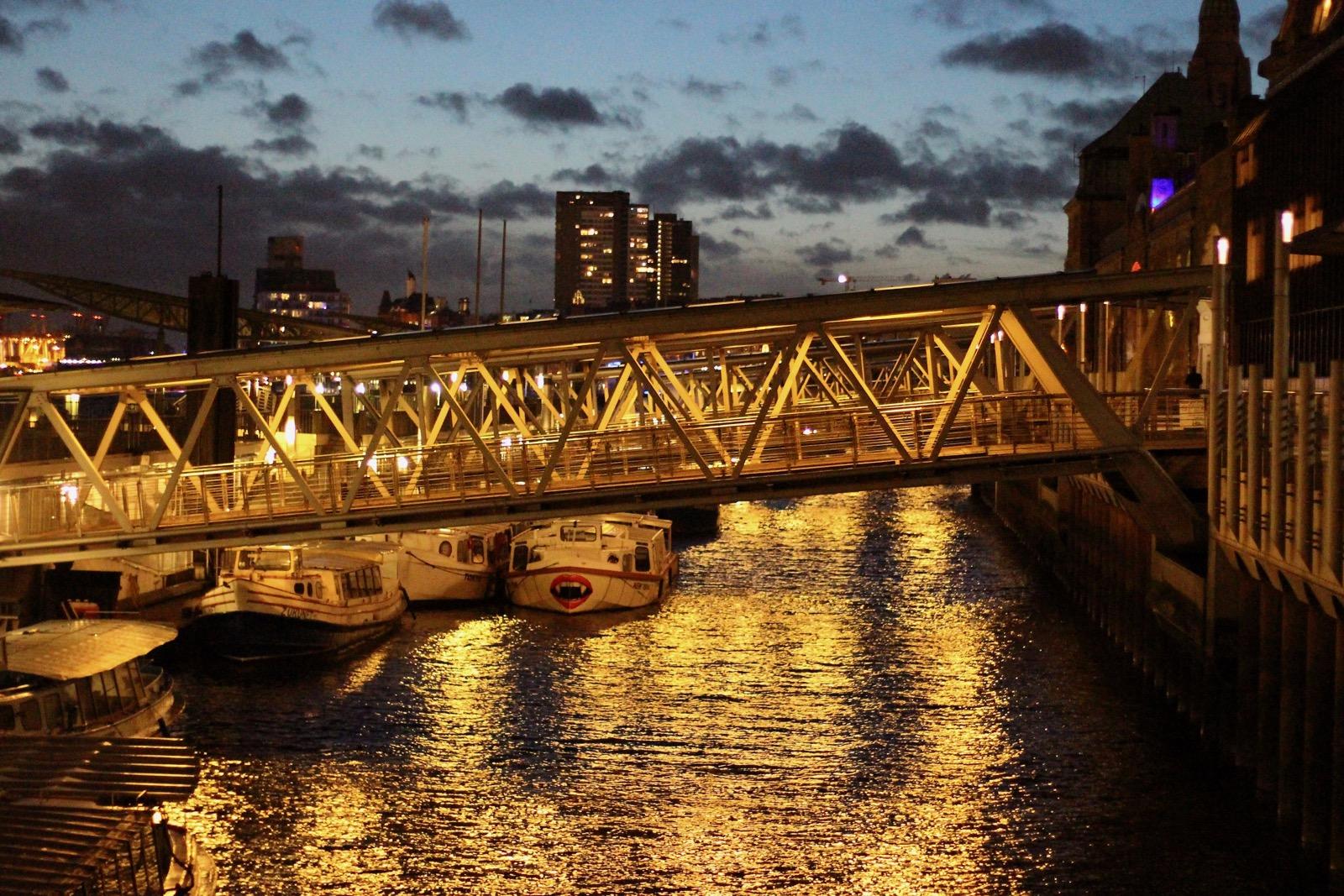 Nachtspaziergang im Hafen